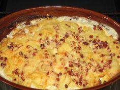 Das perfekte Kartoffelgratin -klassisch--Rezept mit Bild und einfacher Schritt-für-Schritt-Anleitung: Kartoffeln schälen und auf einem Gurkenhobel in…