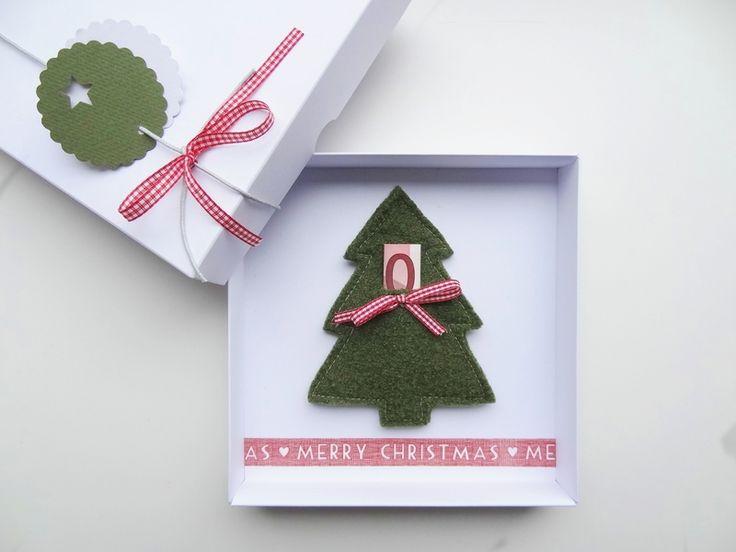 Immer schön Geld verschenken..das muss am 27. ganz bestimmt nicht umgetauscht werden, auch wenn man es schon hat.  Geldgeschenk  Weihnachten Tannenbaum  von schnurzpieps auf DaWanda.com