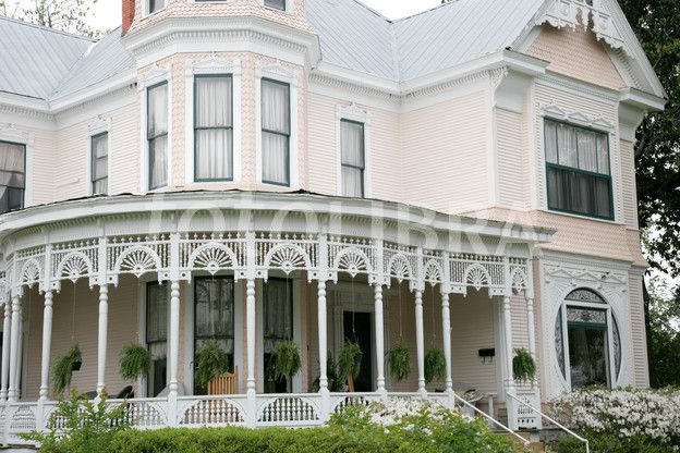 http://gb.fotolibra.com/images/previews/779050-alabama-troy-college-street-historic-home-victorian-style-architecture-porch.jpeg