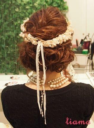 花冠に合わせたふわふわシニヨン&ダウンスタイル☆リハ編 |大人可愛いブライダルヘアメイク『tiamo』の結婚カタログ
