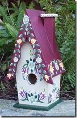 Casas de passarinho bem colorida e florida