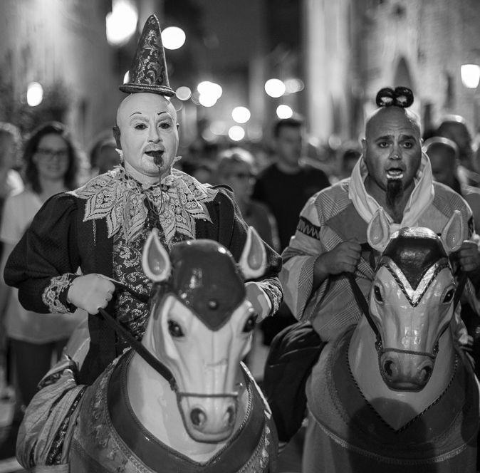 Careful of these two! They can make you smile! #mercantia #certaldo #certaldoalto #tuscany