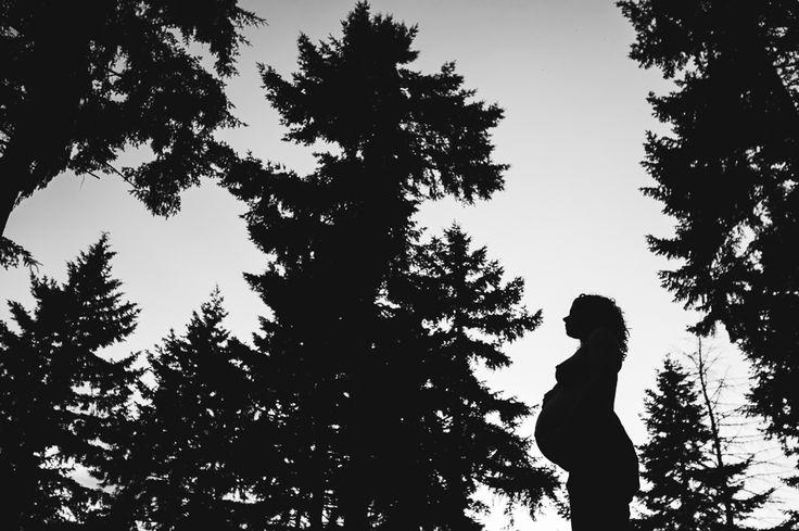 Bijzondere stoere zwangerschapsfotografie - ruw, puur, creatief,origineel. Aan huis of op locatie buiten. Fotograaf zwangerschap Den Bosch en heel NL.