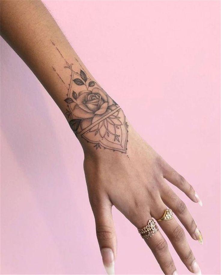 50 Sinnvolle Handgelenk Armband Floral Tattoo Designs für Sie - Seite 11 von 50 - #Armband #Designs #Floral… | Wrist tattoos for women, Small wrist tattoos, Tattoos