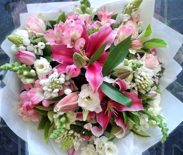 Pretty Pink Stargazer lily Friday Bunch #pink #flowers #friday #stargazerlily