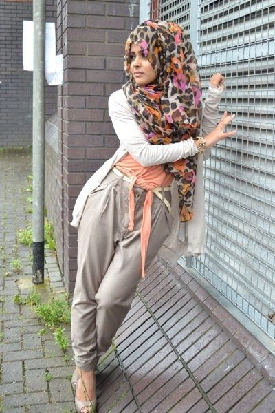 She styled her hijab so beautifully, looks great!