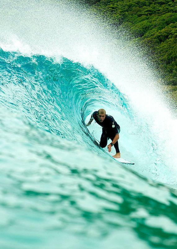 DEPORTE - Surf. Es un deporte que permite soltar mucha adrenalina a la vez que te hace sentir libre.