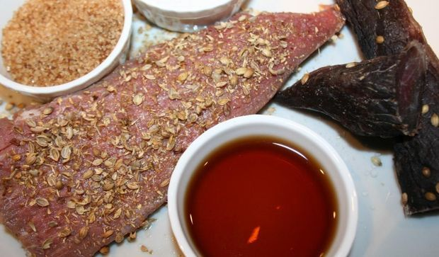 Step by step How to make Biltong: NOT jerky - A great South African classic. Although many people compare American Jerky with South African Biltong, it is just not the same thing.