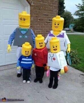 Lego Family costumes- check www.mamaweetjes.nl voor meer carnaval outfits voor kinderen!