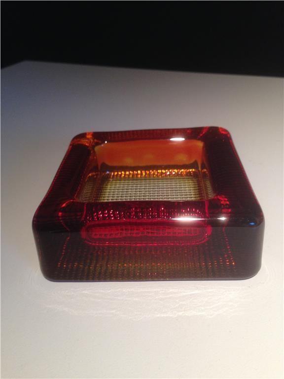 Fat skål askfat i rött/orange glas från Pukeberg på Tradera.com -