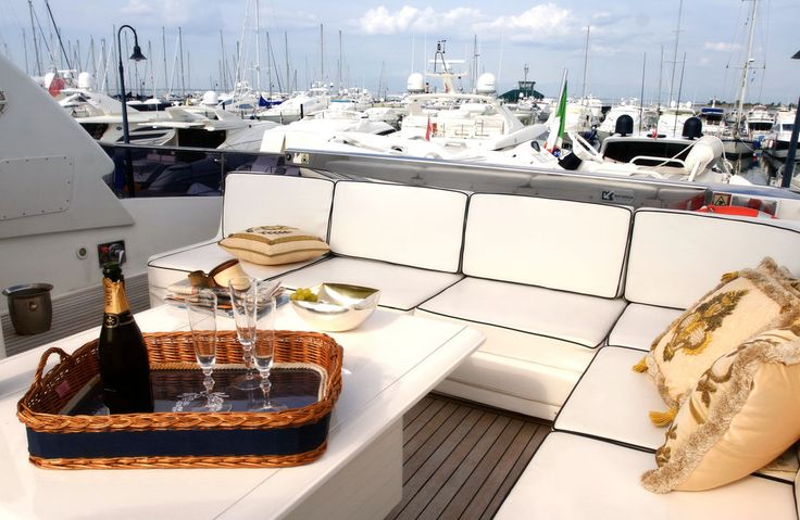 DOMINO #polipell #polipiel #fauxleather #tapisseria #tapiceria #upholstery #outdoor #superyacht #white #champagne #summer #holidays