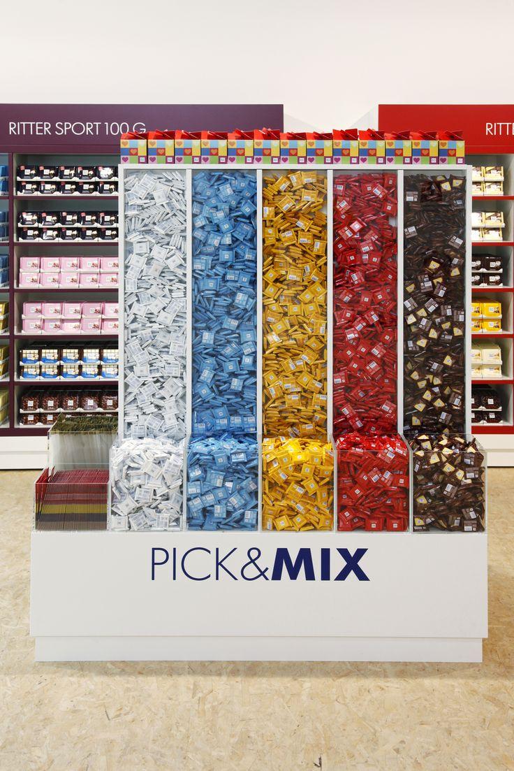 An der Pick&Mix Säule kann man sich seine eigenen Mischung aus Minis zusammenstellen. #SchokoLaden #Hamburg