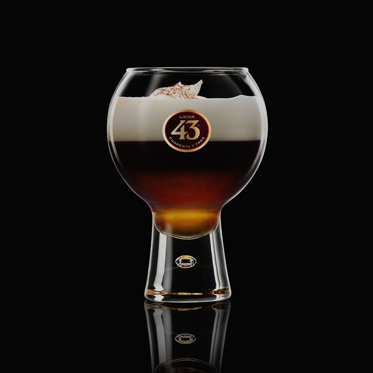 The warming Spanish Coffee 43 liqueur coffee is ideal for chilly evenings. Try the recipe – all you need is Licor 43, espresso coffee, and whipped cream.