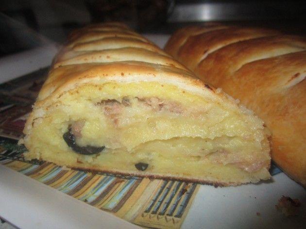 Ricetta rustico di patate, tonno e olive: imparate con la vostra Cicetta come realizzare questa semplice ricetta con tante foto e spiegazioni passo dopo passo.