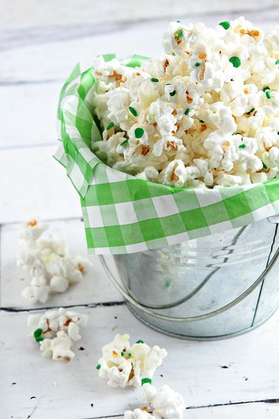 St. Patty Popcorn // @bakingaddiction