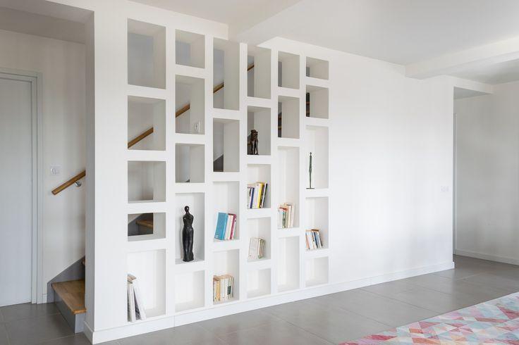 bibliotheque-escalier-platre-maison-bbc-bretagne-skeledenn