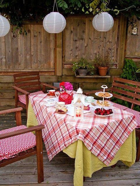 .: Outdoor Teas Parties, Gardens Teas, Back Gardens, Afternoon Teas, Outdoor Parties, Parties Ideas, Parties Tables, Gardens Parties, Vintage Style