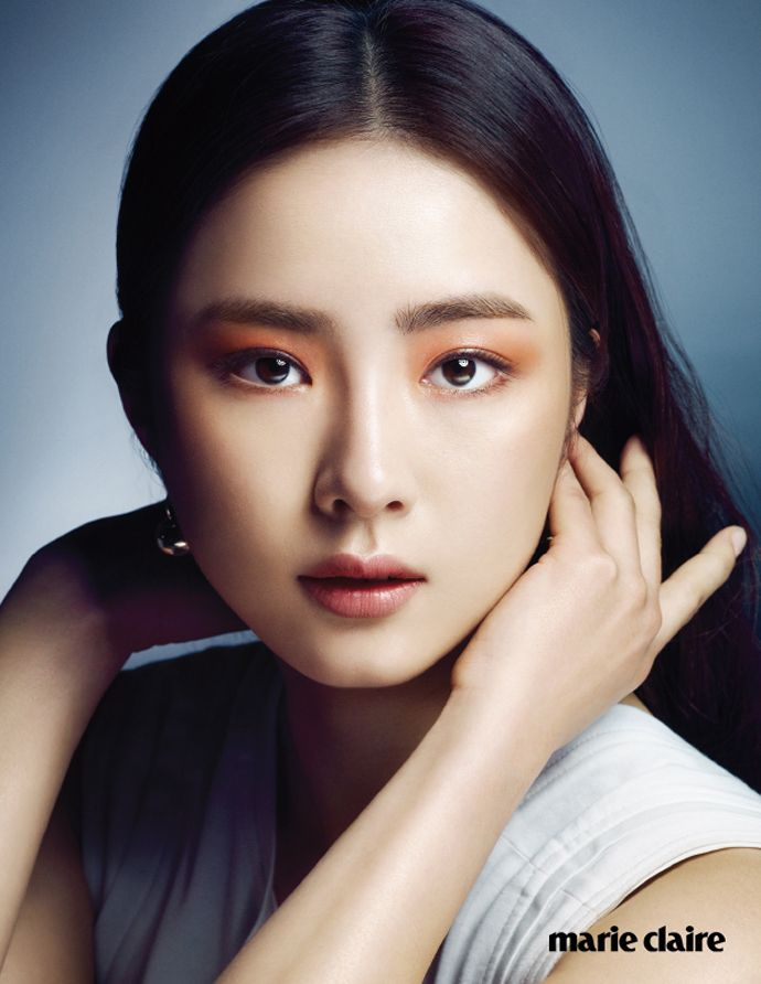 Go here for Shin Se Kyung's previously released spreads from the May edition of Marie Claire Korea.       Source  |  Marie Claire Korea