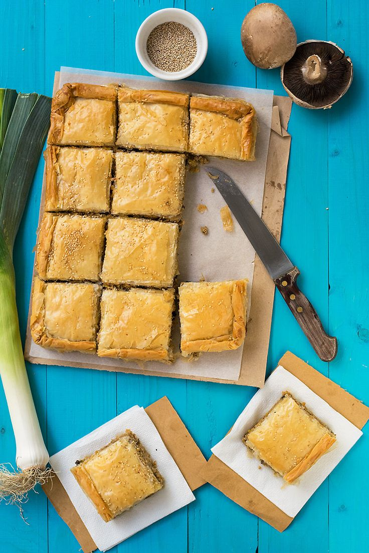 A delicious filling with ground beef and pork is wrapped in some phyllo in this traditional recipe. This pie is also ideal for a quick lunch.