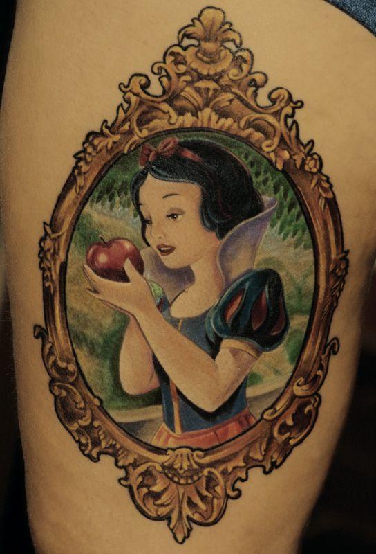 Disneys Schneewittchen, tätowiert von Akos, Pendragon Tattoo, Neuenstein.