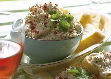 Tunsalat med flødeost og krydderurter | Magasinet Mad!
