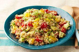 Salade de quinoa à la grecque - Une bonne recette pour apprivoiser le grain de quinoa ! D'autres idées de salades dans le magazine qu'est-ce qui mijote, en ligne maintenant à www.kraftcanada.c..