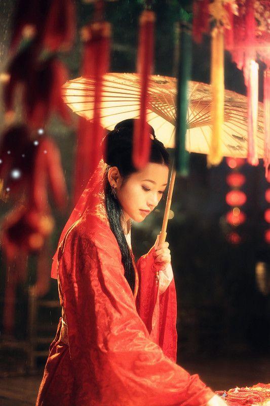 #Asian Fashions | Follow #Professionalimage ~ Chinese wedding dress for bride #hanfu