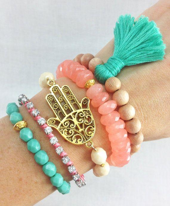 Boho Beachy pulsera pila de menta y Coral por dAnnonEtsy en Etsy, $45.00