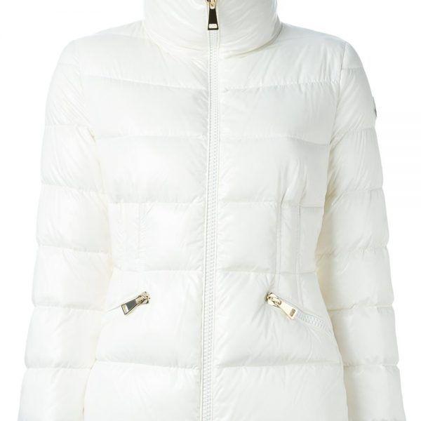 Moncler funnek neck padded jacket weiß Damen. Weiße Funnek Hals wattierte Jacke von Moncler.