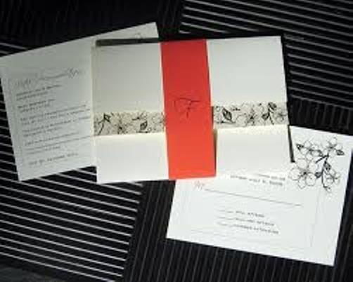 undangan pernikahan hardcover warna putih dengan belt orange