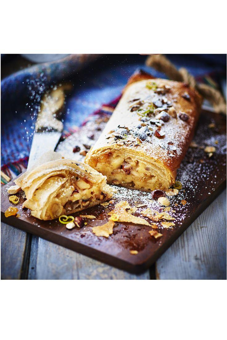 Découvrez notre savoureuse recette de strudel aux pommes, spécialité pâtissière d'Europe de l'est pour varier vos desserts et voyager le temps d'un repas. Avec cette recette pour 4 personnes vous allez pouvoir, en moins d'une heure, épater vos convives!