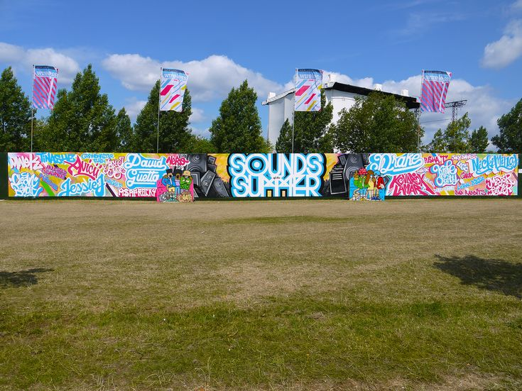 Wireless Festival 2015 – Five artists created a 45m graffiti mural at the entrance to the venue entertaining festival goers with their can-control as they added headline acts to the pre-painted 'Sounds of the Summer' typography.  #liveart #brandactivation#event #typography #mural #graffiti