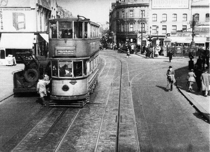 Tooting Broadway (1940s)  Tooting Broadway is the name of a London Underground station on Tooting High Street.