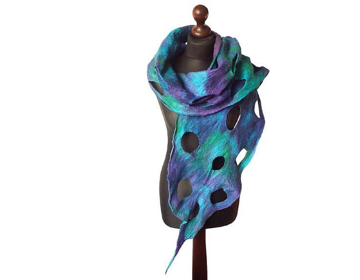 Gevilte sjaal vilten sjaal vilten kraag handgemaakte kunst te dragen multicolor sjaal turquoise paars groen kleurrijk vilt boho lente cadeau OOAK door MarlenaRakoczy op Etsy https://www.etsy.com/nl/listing/486992086/gevilte-sjaal-vilten-sjaal-vilten-kraag