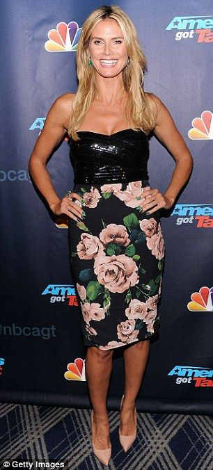 Tienes Sex Appeal de América: Heidi Klum estaba floreciendo pies a cabeza en colores pastel en este bustier y falda conjunto mientras Mel B brillaba en su vestido de color verde jade en la fiesta de Got Talent de Estados Unidos en la noche del miércoles