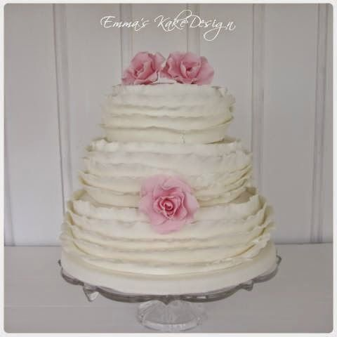 Emmas KakeDesign: Head to the blog for a step-by-step tutorial on how to make this beautiful ruffle wedding cake. Instagram @emmaskakedesign