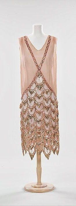 Vestido francés - 1925 - seda, diamantes de imitación - el Museo Metropolitano de arte
