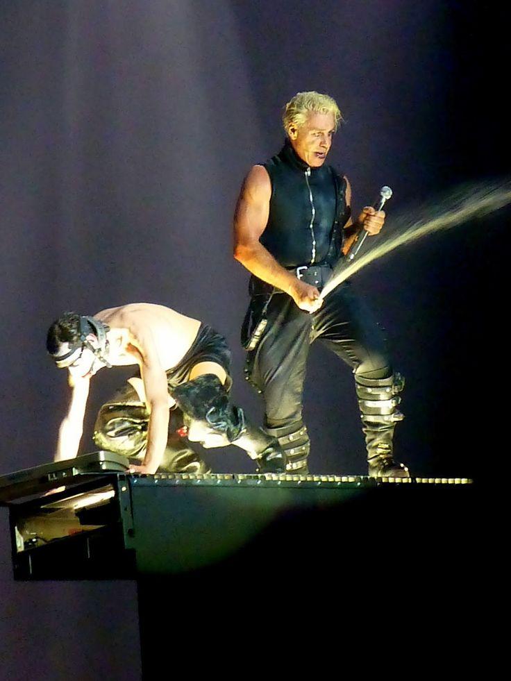 Till Lindemann - Flake Lorenz - Buck Dich - 2013-04-14 Barcelona, Spain #TillLindemann #Rammstein #FlakeLorenz