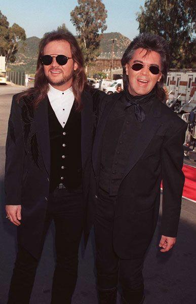 cool dudes------travis tritt and marty stuart