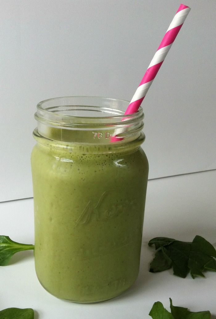Green Smoothie by acedarspoon.com