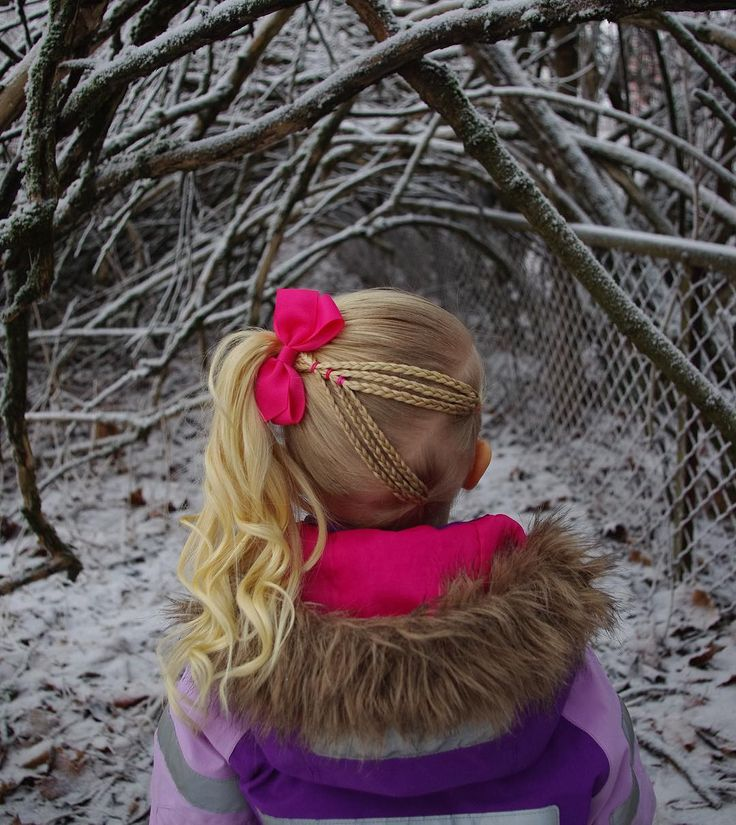 Connected v braids into a high side poytail inspired by the creative @easytoddlerhairstyles . . . . . . #braid #braids #braided #braidedhair #braiding #frenchbraid #flette #peinado #tresse #trenza #plait #ponytail #curls #curlyhair #bow #winter #snow #vinter #snø #hair #hairstyle #hairdo #hairoftheday #hairofinstagram #pink #hairinspo #hairaccessories
