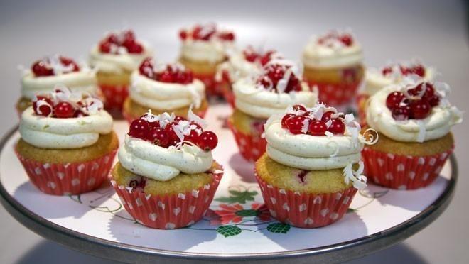 Rode bessencupcakes met witte chocolade - Rudolph's Bakery | 24Kitchen