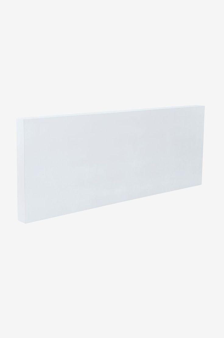 Sänggaveln TÄLLBERG är både stilren och enkel att matcha med vilken säng och sovrumsinredning som helst. Material: Mdf. Storlek: Bredd 220 cm. Höjd 85 cm. Djup 12 cm. Beskrivning: Fristående gavel av mdf med faner av vitfärgad melamin. Passar till säng med bredden 140-180 cm. Skötselråd: Torkas med fuktig trasa. Tips/råd: Montera gaveln enkelt på väggen så att den står stadigt. Monteringsanvisning medföljer.