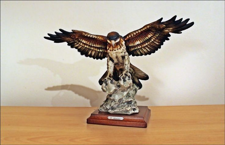 Giuseppe Armani Figurine   Eagle On Wooden Base   Signed In Collectables,  Animals, Birds