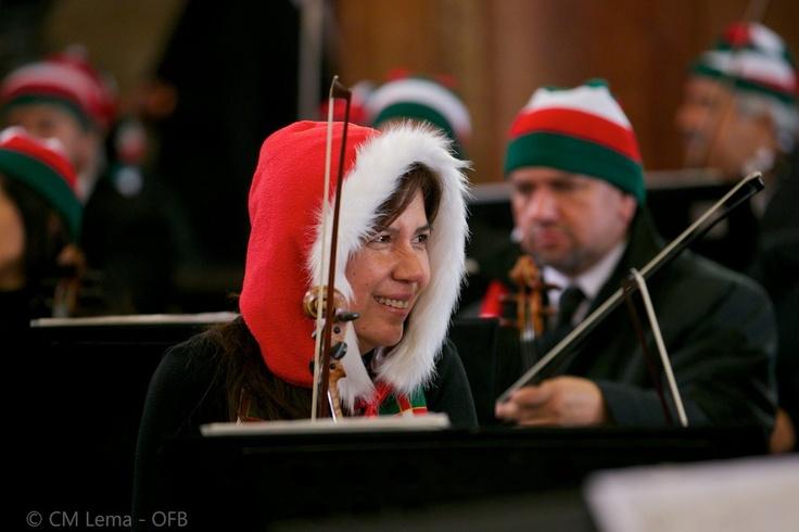 La OFB inicio sus conciertos navideños con el encendido de luces del Cerro Monserrate el 1 de diciembre.