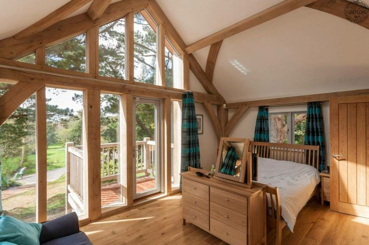 Master bed, glazed gable with balcony