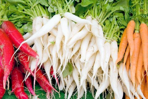 Heirloom carrots taste fantastic and are in abundance at the Farmers' markets. Find out the health benefits of each color.