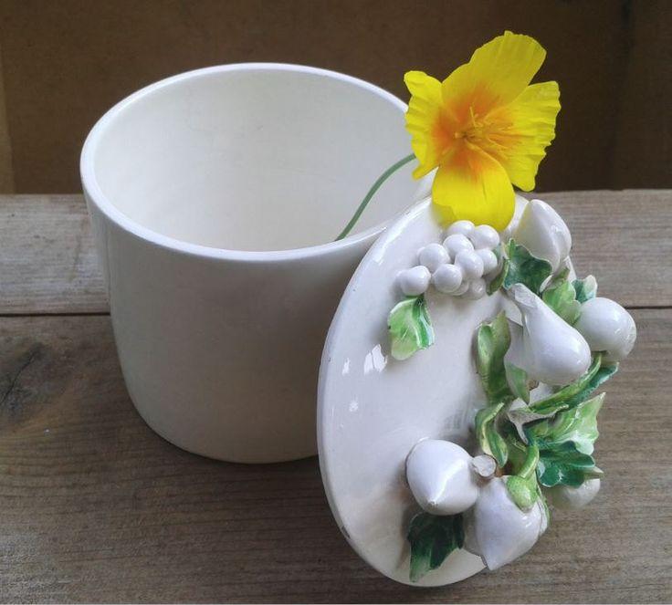 Scatola in porcellana bianca vintage, frutti e foglie di LaCasadiAnto su Etsy