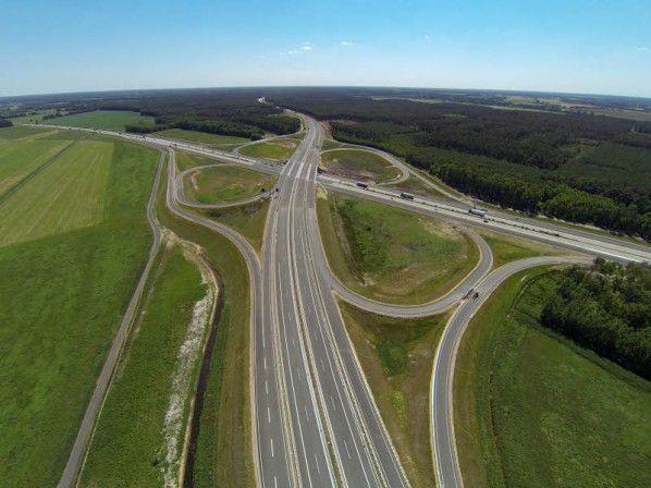 Freie Fahrt auf Autobahn-Kreuz