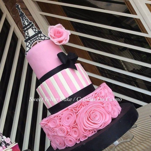 You'll love these Paris themed Quince cakes even before you take the first bite!  - See more at: http://www.quinceanera.com/food/paris-themed-quince-cakes-love-first-bite/?utm_source=pinterest&utm_medium=social&utm_campaign=article-022216-food-paris-themed-quince-cakes-love-first-bite#sthash.pjFKNMvD.dpuf